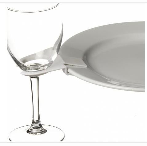 supports clips pour verres posez le verre au bord de l 39 assiette. Black Bedroom Furniture Sets. Home Design Ideas